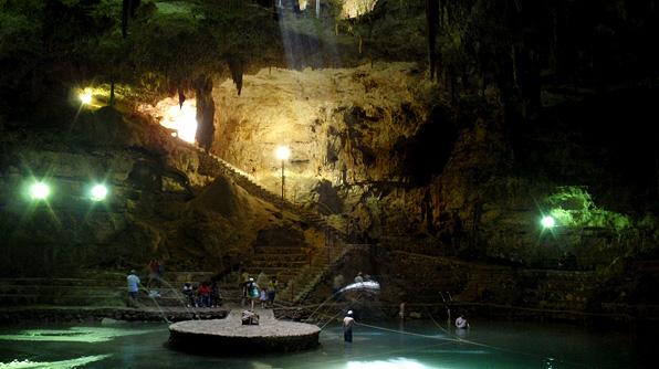 Caverna Cenote-Suytun Mexico
