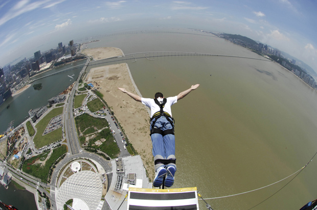 Bungee Jump na Macau Tower, China